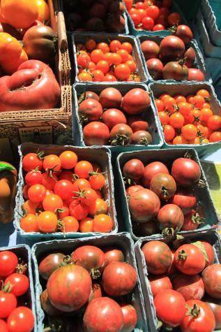 Farmers' market weathers late season