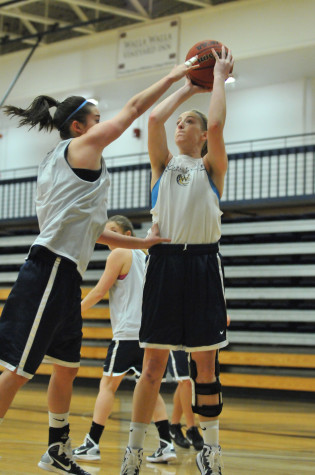 Women's basketball vies for top NWC ranking