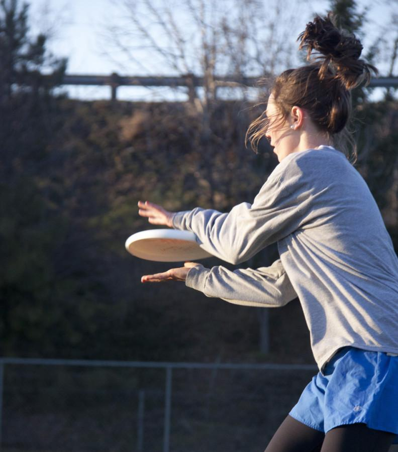 Whitmans women frisbee players, the Walla Walla Sweets, practice on Friday, Feb 18. Credit: Marie Von Hafften