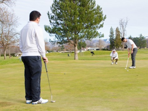 Golf teams prepare spring competition