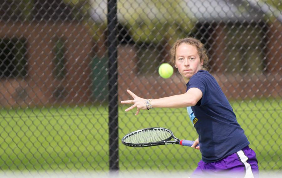 Lawless Leads Womens Tennis to Regionals