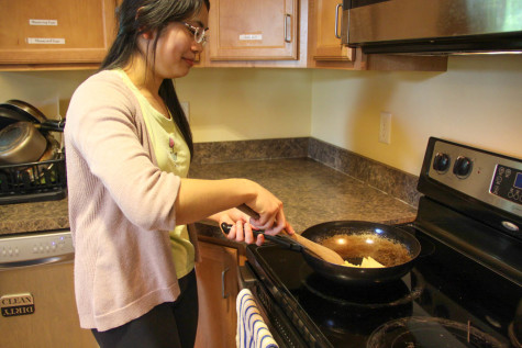 Off-Campus Students Learn to Cook