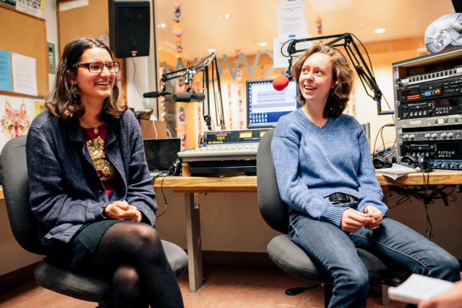 Anu Lingappa '15 (left) and Erin Walters '17. Photo by Tywen Kelly.