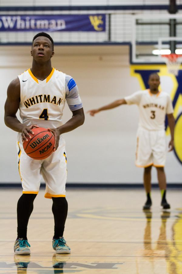 Tochi Oti '16 (left) prepares for a free throw while teammate Evan Martin '16 gets ready on defense. Photo by Halley McCormick.