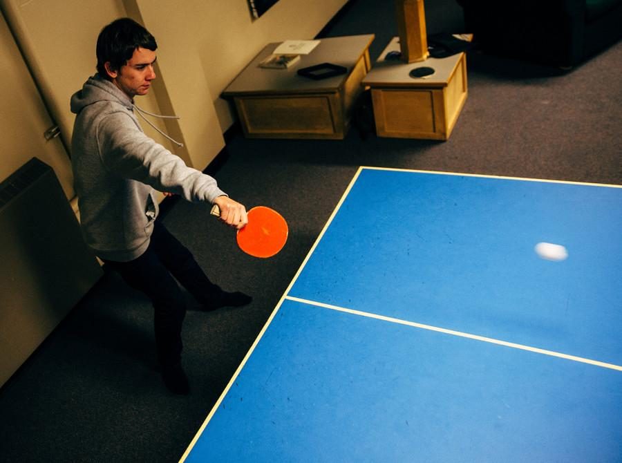 Brad Kline (2018) practices ping pong in the basement of Anderson. Photo by Tywen Kelly.