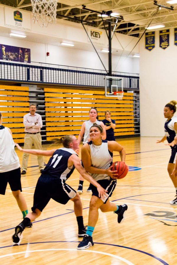 Women's Basketball rolls to strong '15-16 start