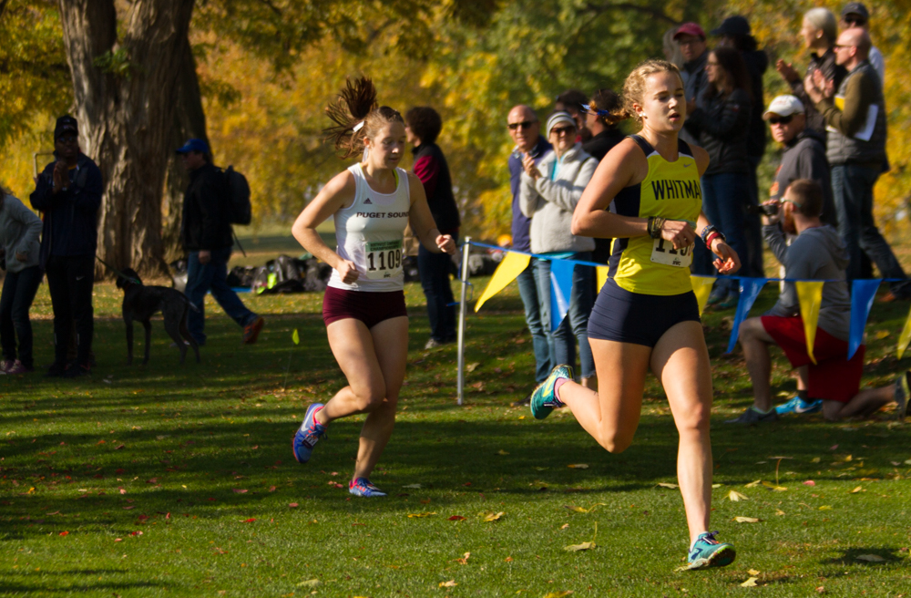 Sophomore+Whitney+Rich+edges+past+a+competitor+fom+UPS+in+the+last+50+meters+of+the+race.+Photo+by+Natalie+Mutter