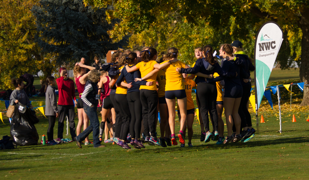 The+women%27s+team+opening+with+a+cheer+for+the+Blues+before+the+start+of+their+race.+Photo+by+Natalie+Mutter