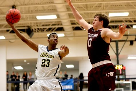 Photos: Men's BB Top Schreiner in NCAA Round 1