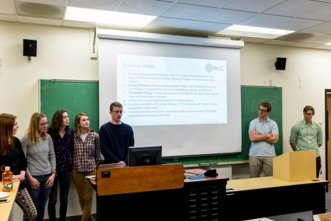 Student Panel Explores Divestment's Potential and Risks