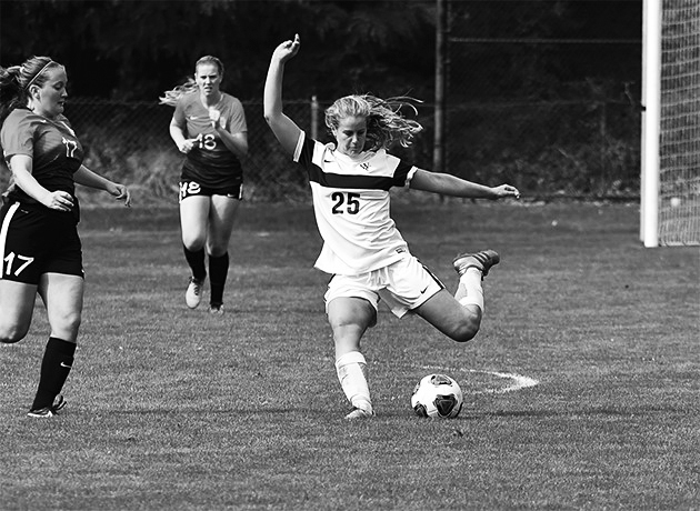 Renee van Bergeijk 19 looks to hit a long ball to create an opportunity for her outside midfielders. Photo courtesy of Whitman College.