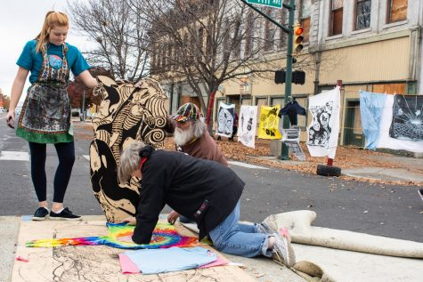 Whitman Students and Community Collaborate on Art for Dia de Los Muertos