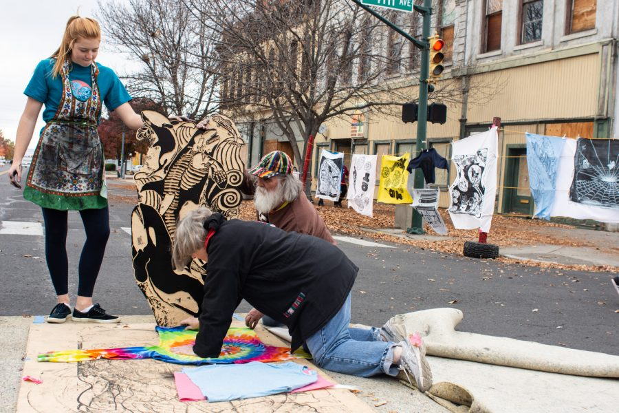 Students and community members making prints at the Dia de los Muertos Festival