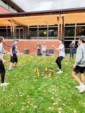 Family members vs. students: IM spikeball over Family Weekend